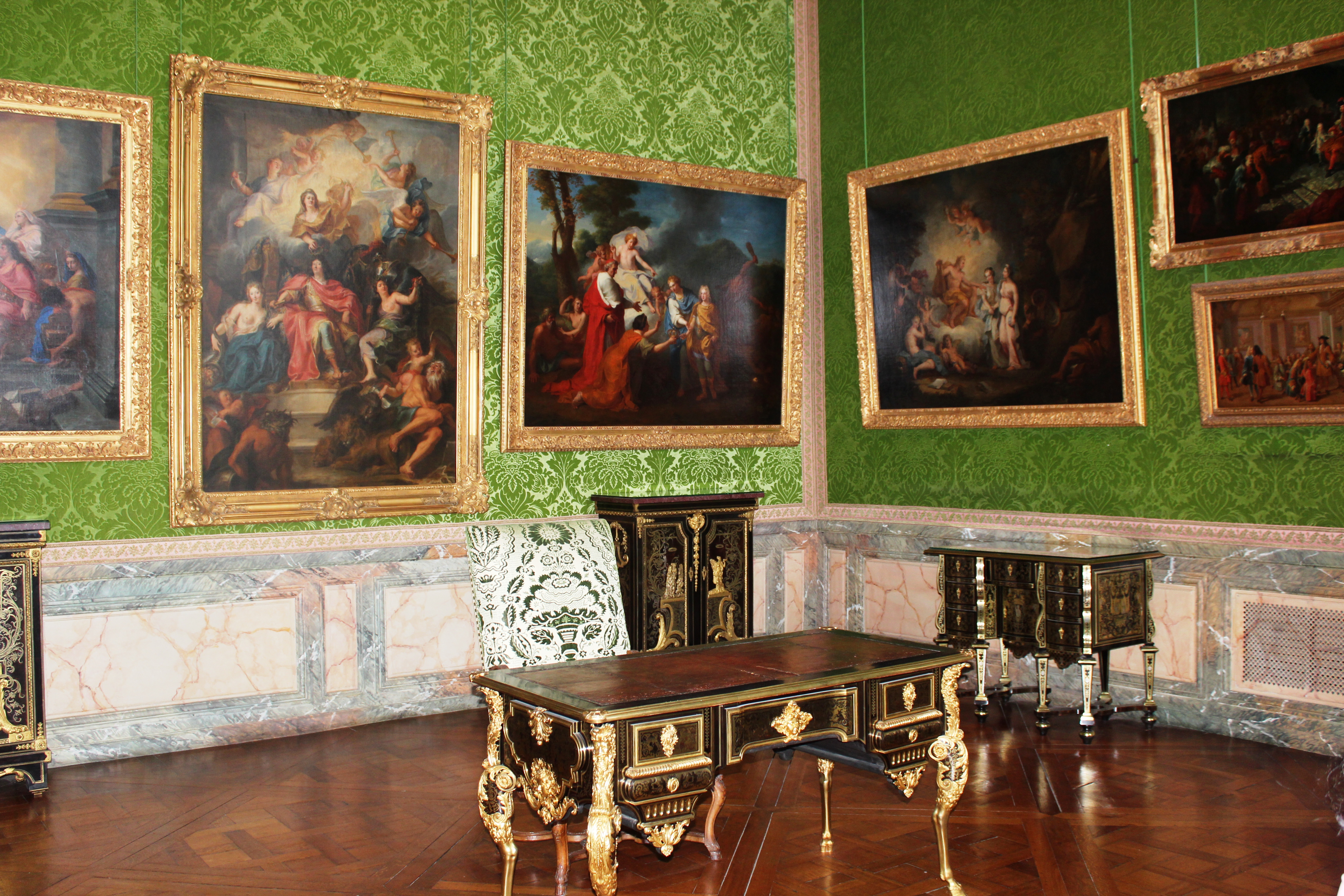 Versailles Palace Contains More Than 7500 Paintings And Drawings, And 5210  Pieces Of Furniture