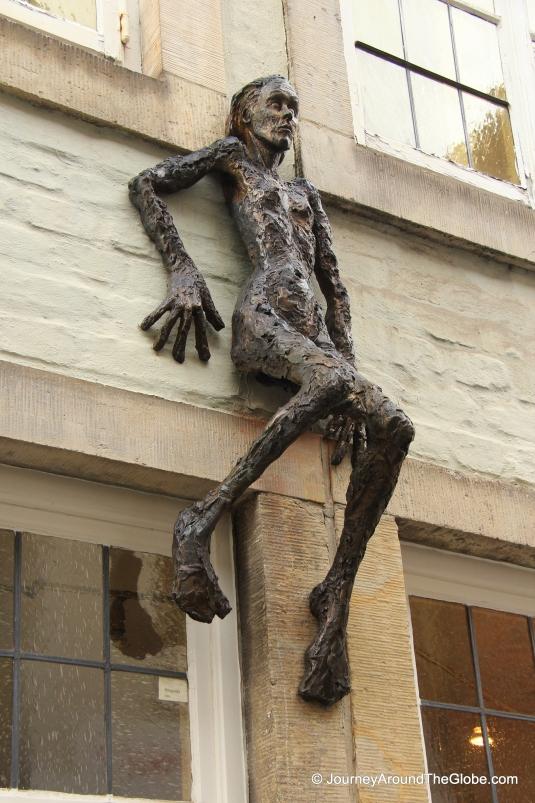 An interesting statue in Schnoor (Bremen, Germany)