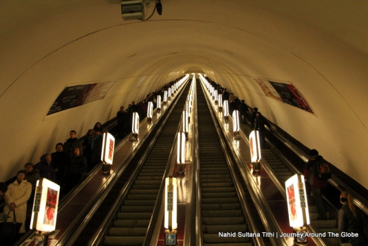 L-O-N-G stretch of Kiev's escalator in subways