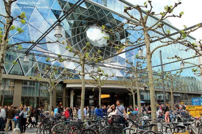 A futuristic building in Zeil - Frankfurt, Germany