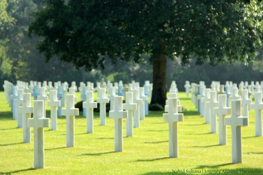US soldiers in rest  in American Cemetery of WWII in Omaha Beach, France