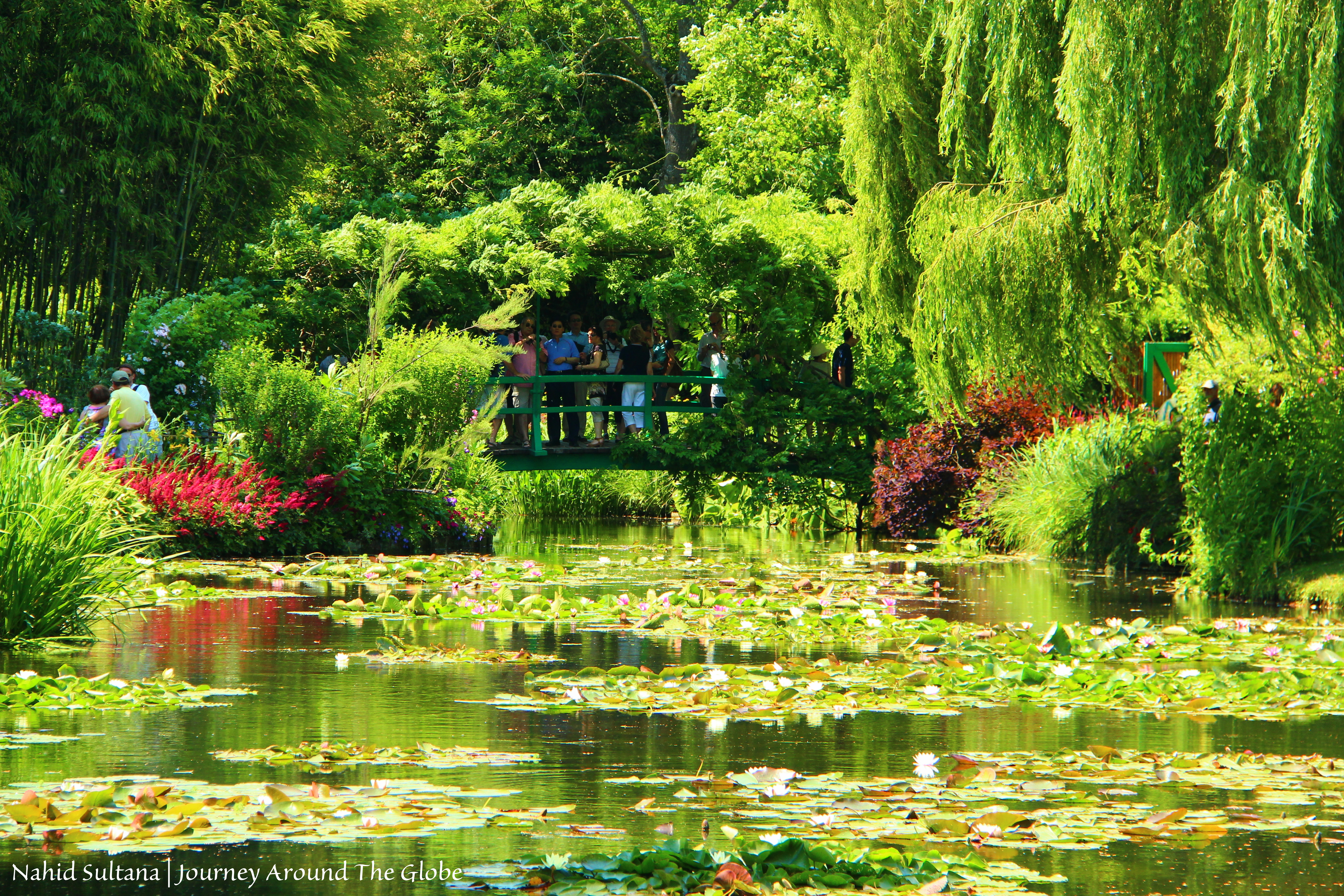 Impressionist claude monet 39 s iconic garden in giverny france for Monet home