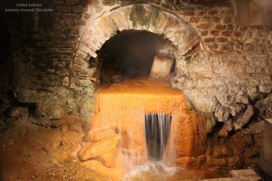 The Sacred Spring of Roman Baths that still supplies natural hot water - Bath, England
