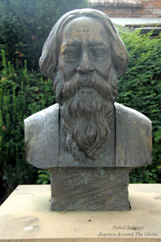 Bronze bust of Nobel Prize winner Bengali poet/writer Rabindranath Tagore in the garden of Shakespeare's house in Stratford-Upon-Avon, England