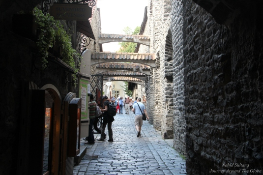 A small cobble-stoned passage in Lower Town of Tallinn