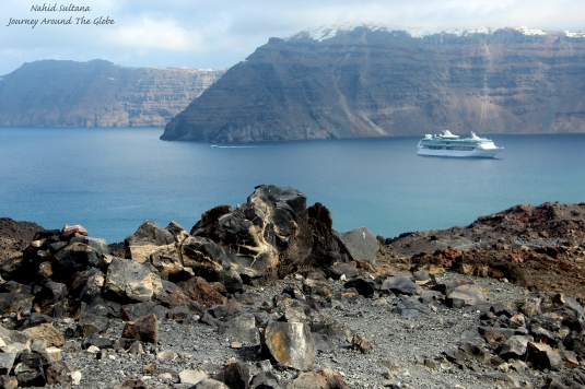 Volcanic rocks of Nea Kamini and ... of course the gorgeous view from here