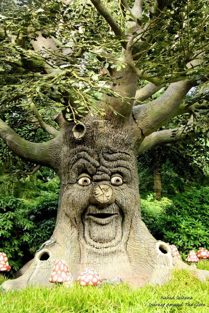 A talking tree in Efteling