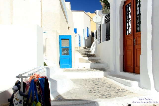 Walking thru the white-washed walls of Pyrgos