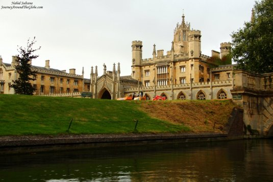 If I am not mistaking, this is the Queen's College in Cambridge, England
