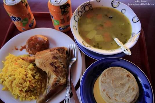Salvadoran lunch in Marcado de Artisans in San Salvador