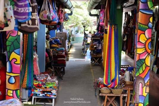 Mercado de Artisanias - a paradise for the souvenir hunters in San Salvador, El Salvador
