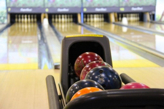 bowling-colorful-bowling-balls-bowling-pin
