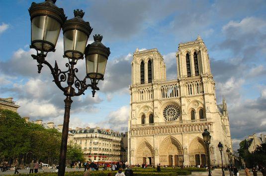 1200px-Notre_Dame_de_Paris