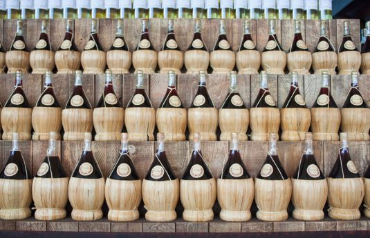 1-typical-chianti-wines-bottles