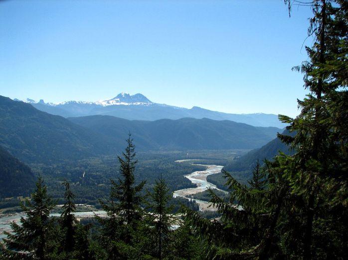 1200px-Squamish_valley