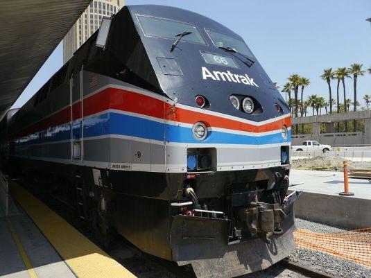 1024px-Amtrak_-_GE_P42DC_-_Heritage_Phase_III_Livery